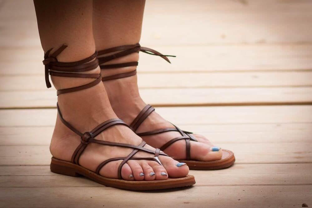 Босоножки со шнуровкой