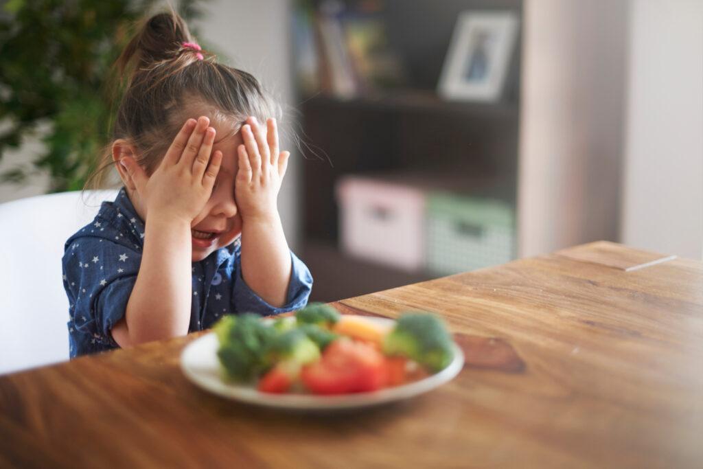 Что делать, если ребенок не ест полезную пищу