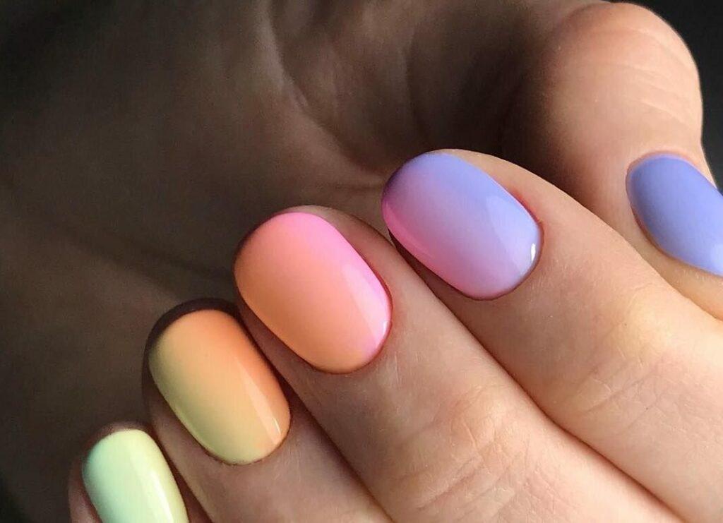 Градиент на короткие ногти