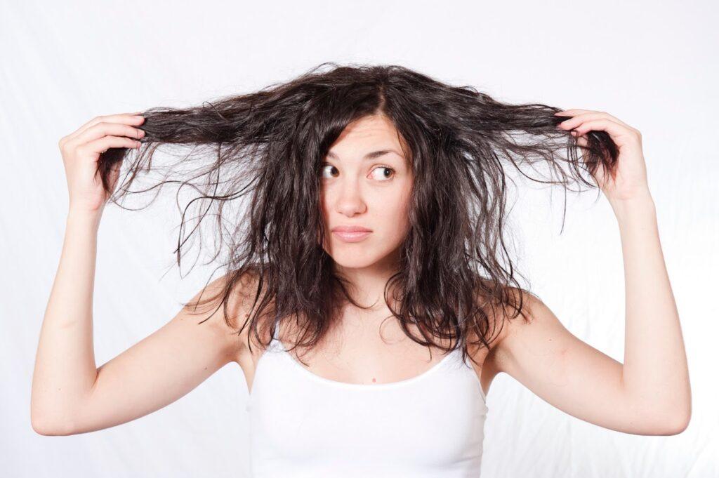 Как солнце вредит волосам