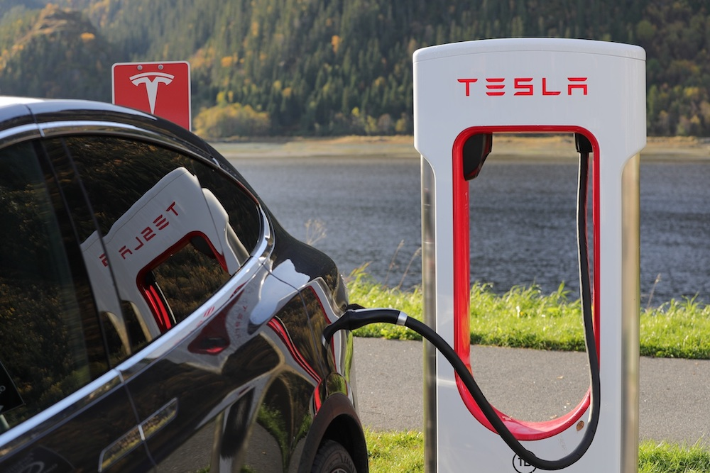 Почему электромобили безопасны