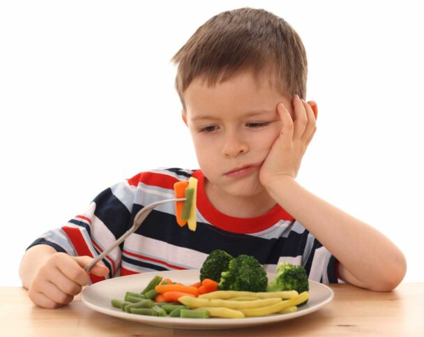 Приучить ребенка правильно питаться