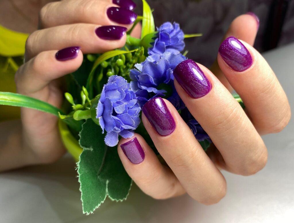 Синий и фиолетовый маникюр на короткие ногти