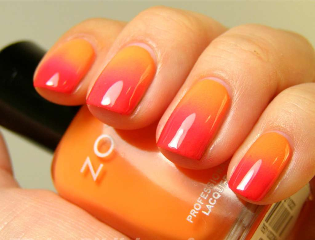 янтарно-оранжевый маникюр весной летом 2021