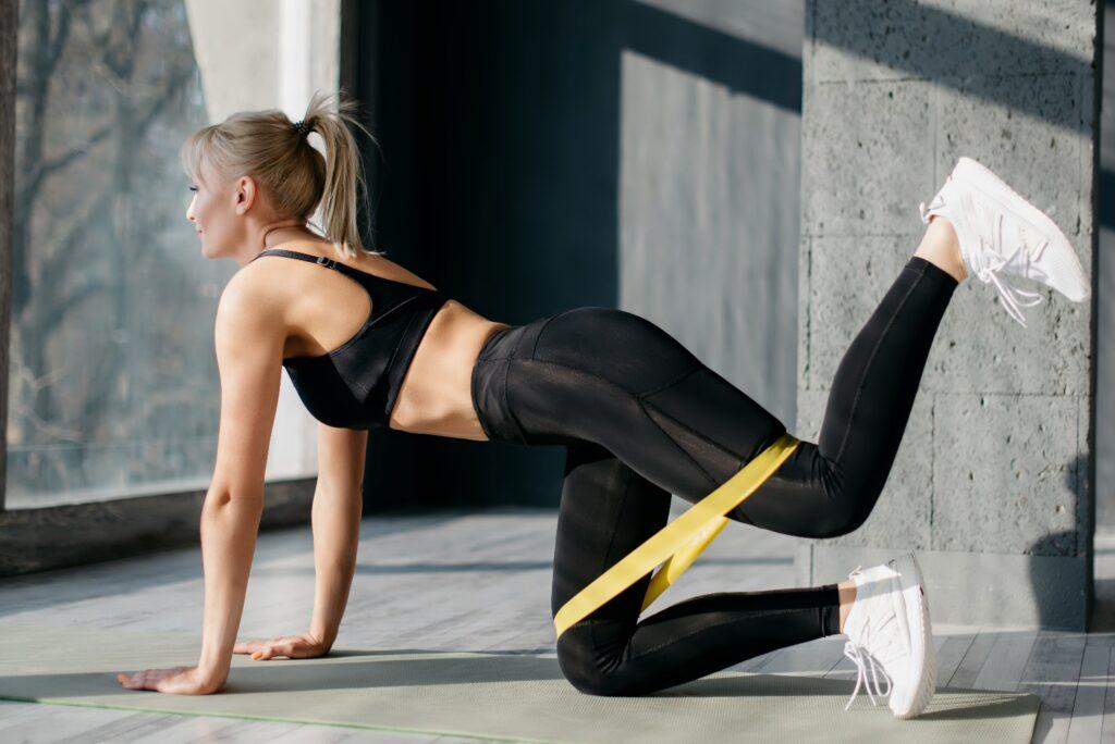 Упражнения с фитнес-резинкой
